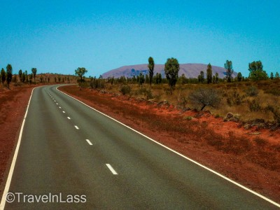 Heading to Uluru / Ayers Rock for sunset