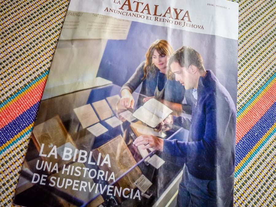 The Biblia de Jehova - a Jevhova's Witnesses pamphlet